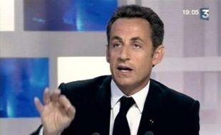 """""""Il faut changer profondément notre façon de faire l'Europe"""", qui """"inquiète"""" les citoyens européens, a déclaré lundi le président Nicolas Sarkozy, à la veille du lancement de la présidence française de l'Union européenne."""