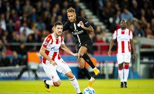 Neymar face à Belgrade, au match aller