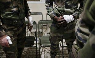Les 3 militaires attaqués par un homme devant des institutions juives à Nice parlent ensemble le 3 février 2015