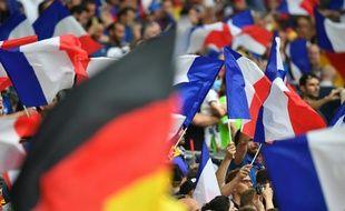 Les supporters français et allemands au Vélodrome lors de la demi-finale de l'Euro, le 7 juillet 2016 à Marseille.