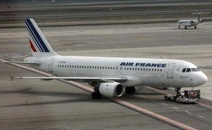 """Le gouvernement français a recommandé à la compagnie Air France de suspendre """"temporairement"""" sa desserte de la capitale du Sierra Leone"""