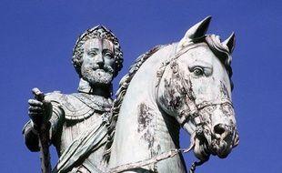 La statue de Henri IV, sur le pont Neuf, à Paris.