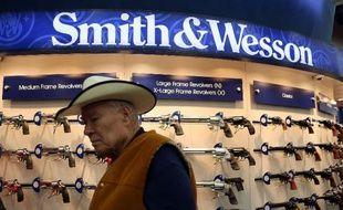 Au salon annuel de la NRA, le stand Smith and Wesson, à Houston, au Texas, le 3 mai 2013