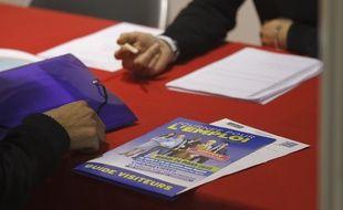 Illustration d'un entretien d'embauche à Chennevieres sur Marne le 26 mars 2013 sur un salon de recrutement.