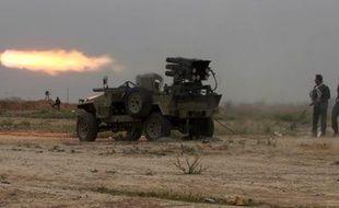 Des combattants irakiens attaquent des bases de l'EI à Tikrit, le 12 mars 2015
