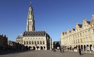 Le beffroi de Arras et la place des héros