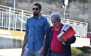 Nikola Karabatic, avec son avocat, ce mardi matin.