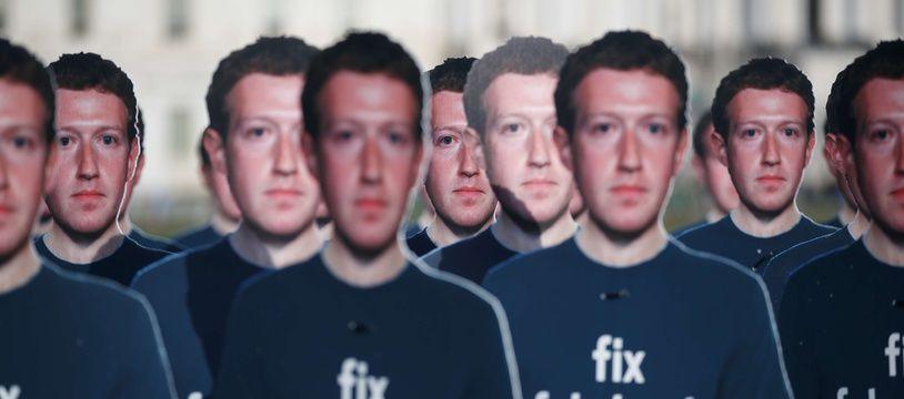 Des silhouettes à l'effigie de Mark Zuckerberg à Washington.