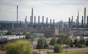 Total a annoncé mercredi la suppression d'ici à 2016 de 210 des 554 emplois de son site pétrochimique lorrain de Carling (Moselle), sa plus grosse restructuration en France depuis la fermeture de la raffinerie de Dunkerque en 2010.