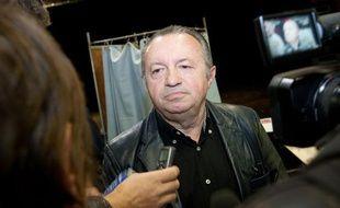 Jean-Noël Guérini vote lors du premier tour des primaires socialistes à Marseille, le 9 octobre 2011.