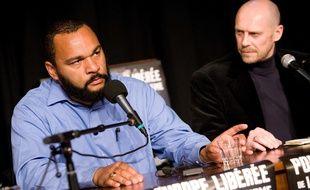 Dieudonne et Alain Soral lors d'une conférence de presse au téâtre de La  Main d'Or où jouait l'humoriste.