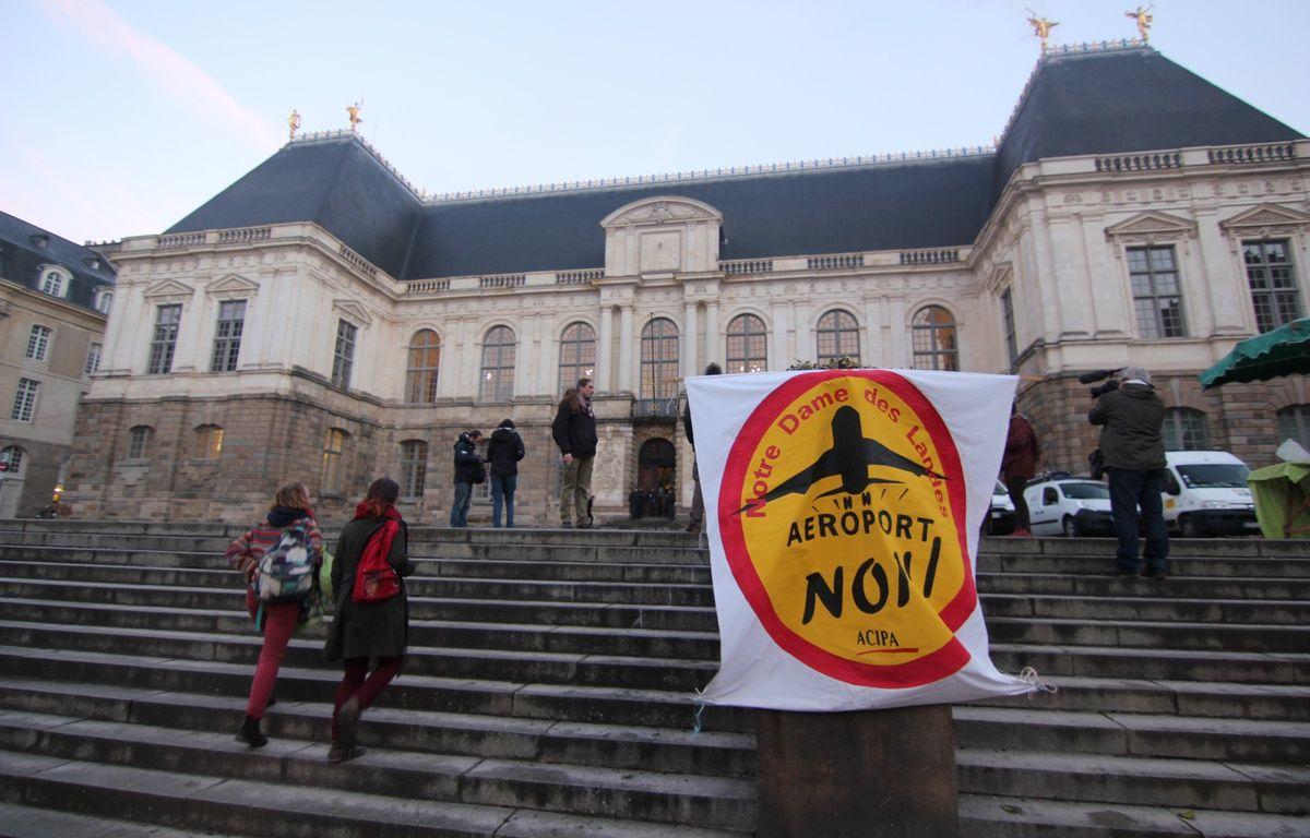 Un rassemblement d'opposants au projet d'aéroport de Notre-Dame-des-Landes devant le Parlement de Bretagne à Rennes, en janvier 2015. – C. Allain / APEI / 20 Minutes