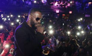 Le chanteur R. Kelly lors d'un concert surprise à New York en 2018