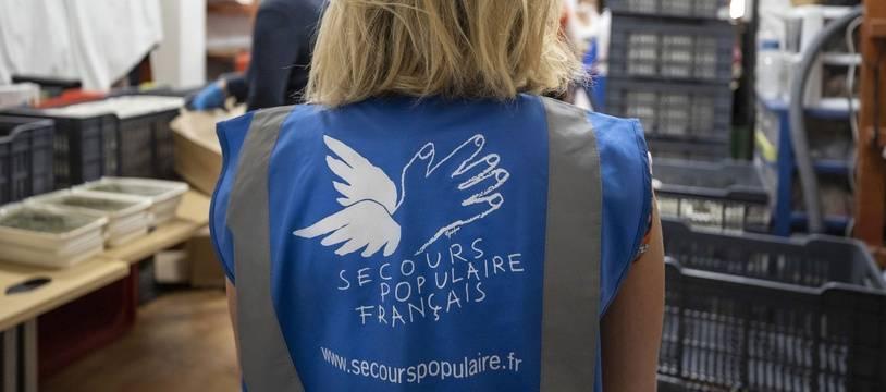 Le Secours Populaire Français (premier réseau de bénévoles) association a but non lucratif.