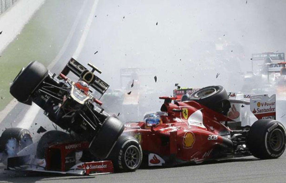 Les voitures de Romain Grosjean et de Fernando Alonso, le 2 septembre 2012 en Belgique. – L.Bruna/SIPA
