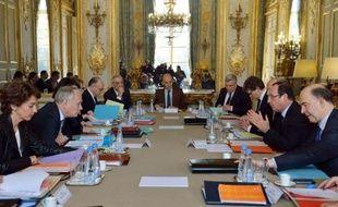 """En plein débat sur les prévisions de croissance et l'austérité, des thèmes qui provoquent des remous au sein de l'exécutif et du camp socialiste, tous les membres du gouvernement sont invités mercredi pour un """"déjeuner économique"""" à Matignon autour de Jean-Marc Ayrault."""