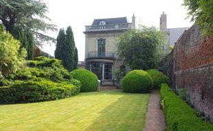 Une partie du jardin et du bâtiment de la Maison Leroux, à Orchies, dans le Nord.