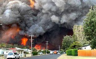 Un incendie à Harrington, à 335 Km au nord-est de Sydney, le 8 novembre 2019.