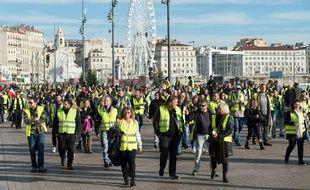 """Des """"gilets jaunes"""" manifestent à Marseille"""
