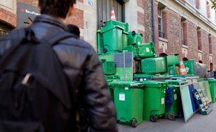 Le lycée Arago à Paris, bloqué par des manifestants contre la mort de Rémi Fraisse, le 6 novembre 2014.