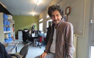 Richard Sovied, le fondateur de Télébocal dans les locaux de la petite chaine associative dans le 20e arrondissement.