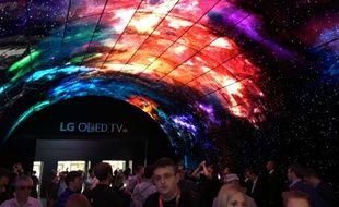 L'entrée du stand LG à l'IFA 2016: 216 téléviseurs OLED forment une arche.