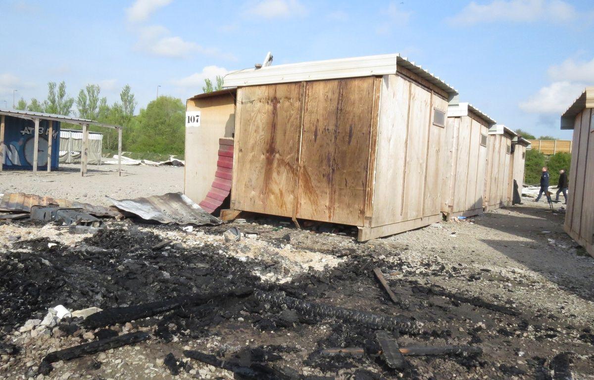 Cabanon totalement détruit en tête de rangée, au camp de migrants de Grande-Synthe (Nord) – O. Aballain / 20 Minutes