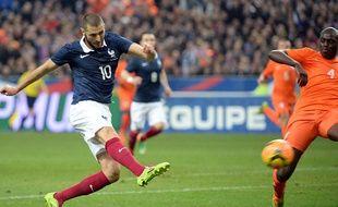 Karim Benzema ouvre la marque face aux Pays-Bas le 5 mars 2014.