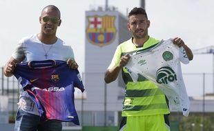 Alan Ruschel (à droite) et le joueur de foot en salle Joan Gamper à Barcelone le 6 août 2017.