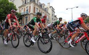 Les coureurs ont quitté Rennes vers 12h40.