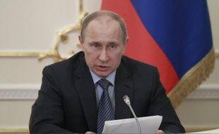 Le président russe, Vladimir Poutine, a promulgué lundi une loi interdisant de fumer dans les lieux publics, qui va progressivement entrer en vigueur à partir de juin, a annoncé le Kremlin.