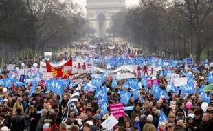"""""""C'est une grosse mobilisation"""", a admis Bruno Le Roux, """"la mobilisation d'une partie de la France qui d'ailleurs, on le voit bien dans les sondages, est minoritaire"""". Une mobilisation """"sur des valeurs qui nient l'évolution de la société telle qu'elle se passe"""", a-t-il estimé."""