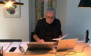 Comme le Dr Gérard Muller, les papys médecins apportent leur aide depuis leur domicile