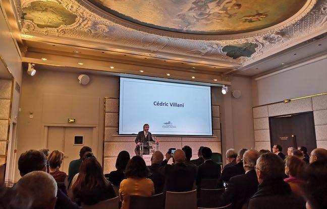 Cédric Villani et le très beau plafond du Pavillon des Champs-Elysées.