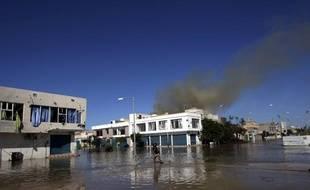 Des combats dans les rues de Syrte (Libye), le 12 octobre 2011.