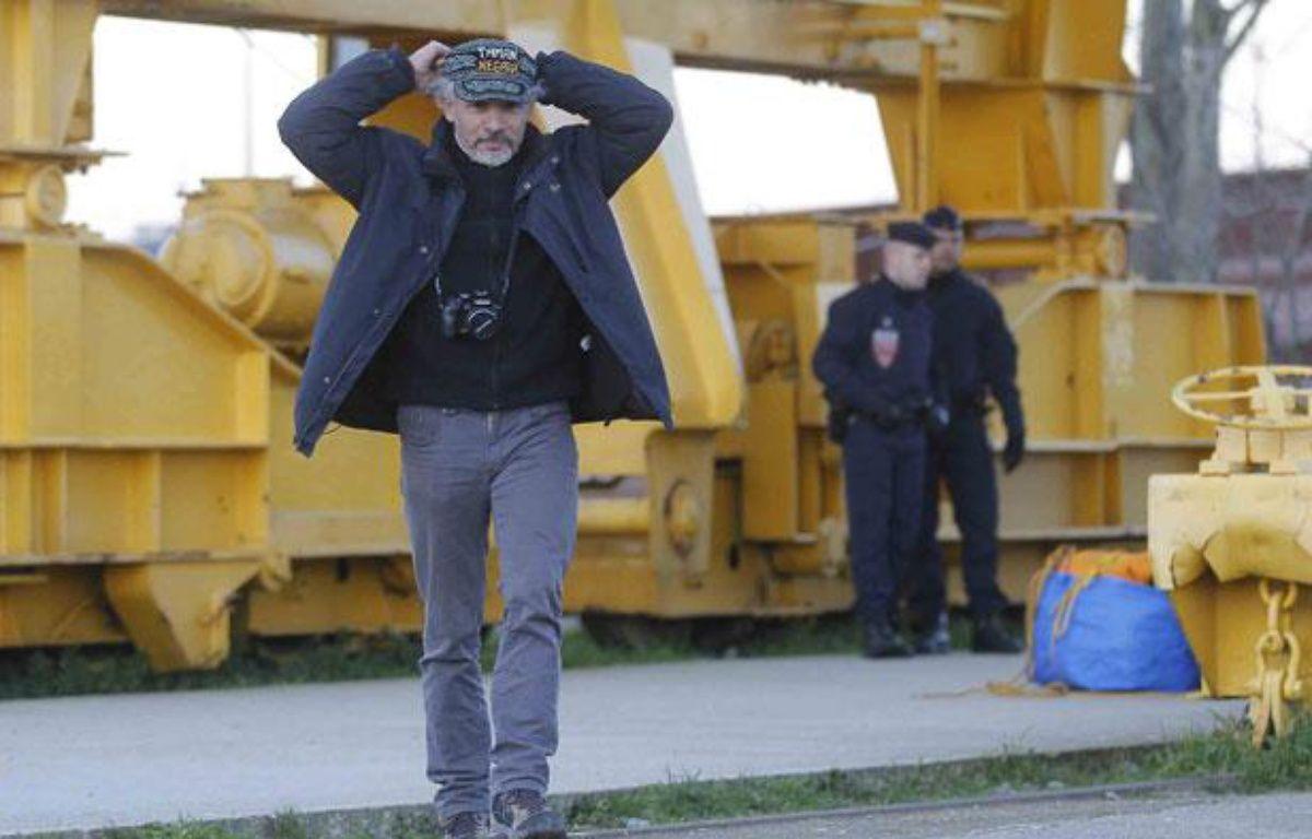 Serge Charnay descend de la grue, Nantes, 18 février 2012 – Fabrice Elsner/20Minutes