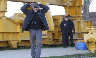 Serge Charnay descend de la grue, Nantes, 18 février 2012