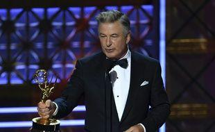Alec Baldwin reçoit son Emmy le 17 septembre 2017.