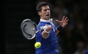 Novak Djokovic lors de son quart de finale du Masters 1000 de Bercy contre Tomas Berdych, le 6 novembre 2015 à Paris.