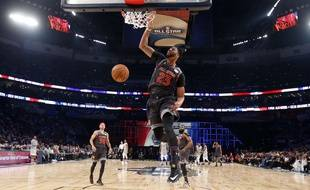 Western Conference forward Anthony Davis of the New Orleans Pelicans (23 ) slam dunks during the first half of the NBA All-Star basketball game in New Orleans, Sunday, Feb. 19, 2017.