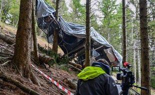 Sur les lieux de l'accident de téléphérique, près de Stresa.