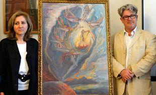 « La naissance intrautérine de Salvador Dali », exposée entre deux experts du peintre, le 22 mai 2014, à Madrid.