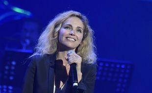 Claire Keim lors du concert organisé à l'Olympia par Melody en soutien à l'association Les Petits Frères des Pauvres.