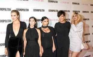 Une partie du clan Kardashian, de gauche à droite: Khloé, Kourtney et Kim Kardashian, Kris et Kylie Jenner