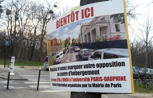 Une affiche s'opposant au projet, aux abords de l'Allée des Fortifications (16e)