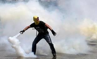 Un manifestant à Istanbul (Turquie), le 31 mai 2013.