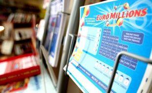 Illustration d'un ticket d'EuroMillions dans un bureau de tabac.
