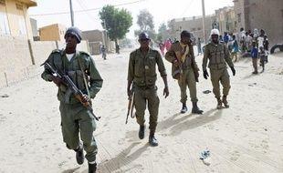 Trois nouveaux jihadistes qui avaient réussi à infiltrer Tombouctou (nord-ouest du Mali) ont été tués lors d'opérations de ratissage lancées dans le centre de la ville par l'armée malienne, soutenue par des soldats français.