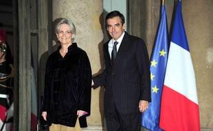 François Fillon et son épouse Pénélope devant l'Elysée en 2010.