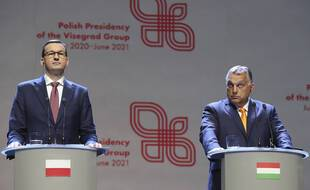 Le Premier ministre hongrois Viktor Orban (à droite) et son homologue polonais Mateusz Morawiecki, à Lubin en Pologne le 11 septembre 2020.